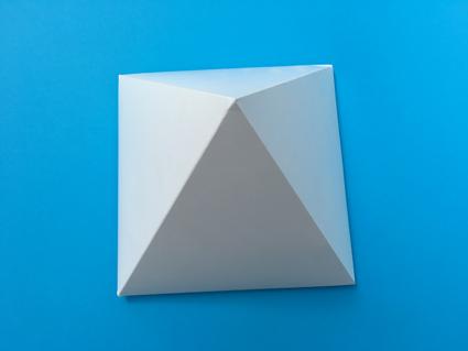 doos in vorm Pyramide 150x150x150mm met zweedse bodem bedrukt